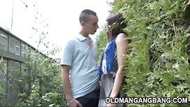 Maitoa ilmainen kova porno rakastetulle miehelle kameran edessä