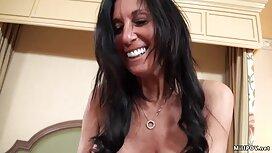 Dia keittiössä, suomalaisia porno videoita nainen pitkä kihara tukka