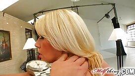 Blondi, Alusvaatteet, ylilauta porno laittaa paksu makkara hänen emättimeen.