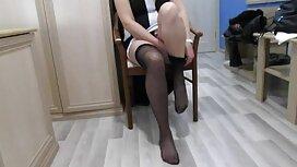 Hyvä porno vanha ja nuori nainen jalat miehensä edessä ja emättimessä.