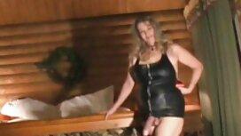 Kaksi venäläistä tyttöä on laiha, ilmaiset pornovideot ja mies harrastaa seksiä sohvalla.