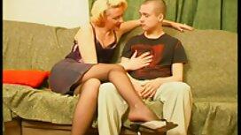Nuori mies tuo kotiin kauniin naisen pornovideot com ja suutelee naista ratsastajan asemassa
