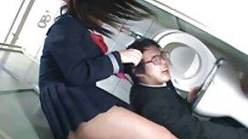 Tyylikäs isoäiti masturboimassa suihkussa porno karhu Samppanja