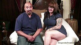 Pitkätukkainen karva porno punapeto, joka rakastelee energisen miehen kanssa.